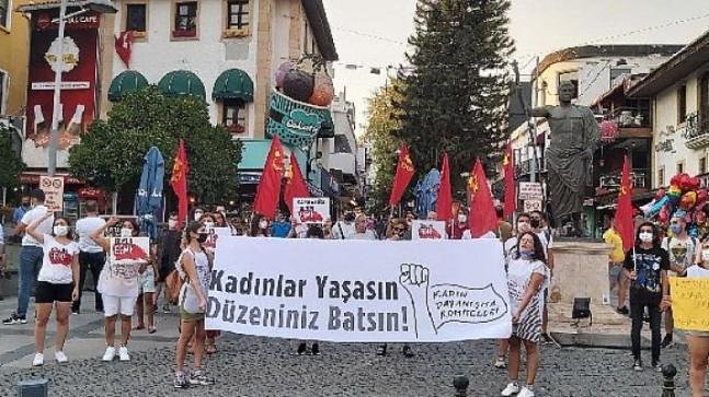 Kadınlar Azra Gülendam Haytaoğlu için Antalya'da bir araya geldi