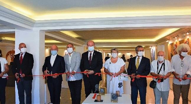 KKTC Cumhurbaşkanı Ersin Tatar, Kıbrıs Modern Sanat Müzesinde iki serginin açılışını gerçekleştirdi